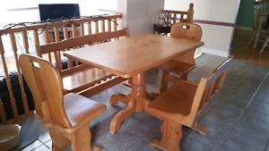 Solid pine table with lg/sm benches  Kingston Kingston Area image 1
