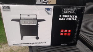 New 3 burner gas bbq