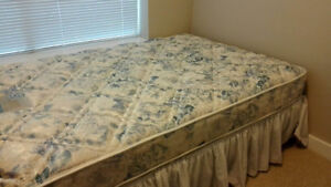 Complete Set! Mattress+Box Spring+Bed Frame! 50CAD!