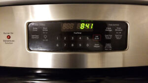LIGHTLY USED SELF CLEANING STOVE TOP/OVEN $120 (MUST PICK UP)