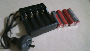 18650 Batteries x 4 BRAND NEW 6800mAh PLUS Charger
