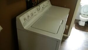 MATCHING  HOTPOINT WASHER & DRYER