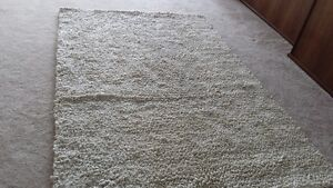 Ivory wool-blend rug made in India 5 X7.6