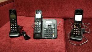 Panasonic 3 handset Home Phone with Answering Machine!