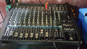 Up for sale 12 channels powered mixer samson