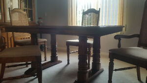 Solid Oak Dinning Room Table with 6 chairs