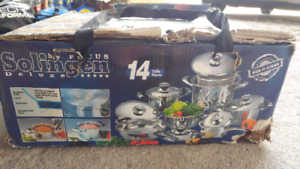 Cookware set 14 pieces brand new