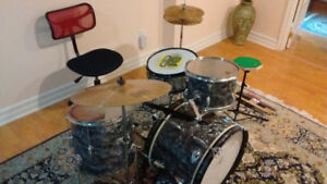 1960s Raven 6 pc. Oyster Pearl Drum Kit
