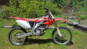 Honda 2008 CRF250R Starts in 2 kicks (low hours)
