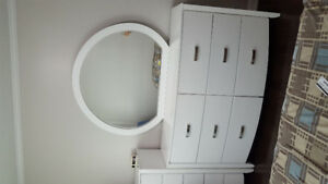 Dresser with oval mirror - excellent condition, Moving Sale.