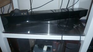 YAMAHA SOUND BAR WITH SUBWOOFER AND REMOTE