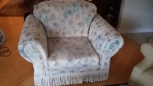sofa chair neutral beige Sofa measure 45x36x35 excellent
