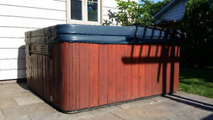 Hydropool Serenity 5 series Spa with cover and electrical cable