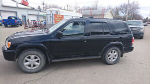 2001 Nissan Pathfinder LE 4x4 SUV, Crossover