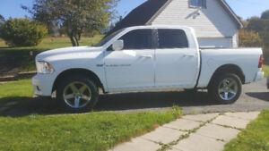 2012 Dodge RAM 1500 SPORT 5.7L HEMI ONE owner!