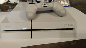 Destiny PS4 500gb - Comes with 5 games, Micro usb and Hdmi cords