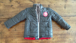 Boy's Winter Coat Size 6 / Manteau garçons grandeur 6