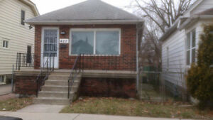 Single house for rent walking distance to U of WIndsor