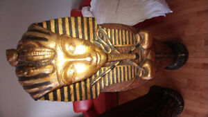 3 egyptiens statues value at 1875$ US each