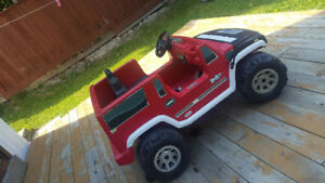 Kids  2 seater Hummer    with electronic  Batteries.