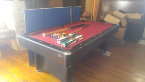 POOL TABLE. FOR SALE.