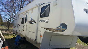 2011 5th Wheel Trailer with bunks
