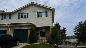 Great End Unit Condo in SW Woodstock - Available Apr 15