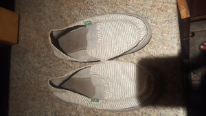 Women's Sanuk shoes sz7 gry/whi stripped