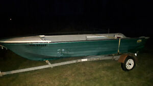 14 ft fiberglass boat comes with 40lb thrust trolling motor
