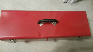 "HUSKY RED METAL 26"" TOOLBOX VERY GOOD     CONDITION London Ontario image 4"