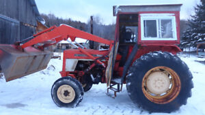 Farm tractor international 474 with loader 2x4