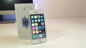 Like new iphone se 16gb unlocked charger gold