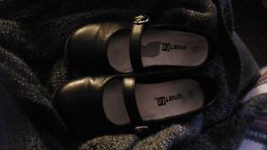 Girls dress shoes in EUC size 9 1/2