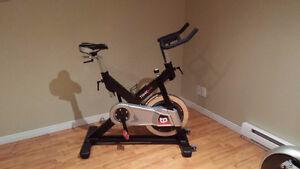 Vélo de spinning Tonic Performance