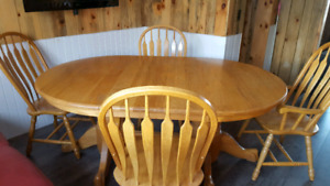 Solid oak dinning table with 6 chairs