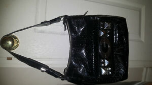 GUESS purse excellent condition