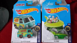 Hot Wheels Scooby Doo Mystery Machine or The Jetsons Saucer Car!