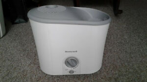 Honeywell Humidifier - Excellent Condition!