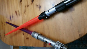 2 Star Wars light sabers and vintage plastic lunch pail
