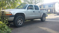 2003 Dodge Dakota Quad cab V8!
