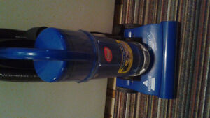 BISSELL  BAGLESS VACUUM WORKS GREAT $25 FIRM