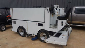 2011 ZAMBONI 445 ICE RESURFACER