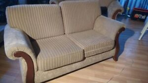 BUGATTI DESIGNS LOVESEAT  $200 NEGO.