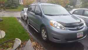 2006 Toyota Sienna 7 seater van for sale best offer.