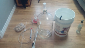 Beer/wine brewing kit with bottles