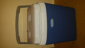 12 volt cooler. lunch box/Picnic/camping/tailgating/