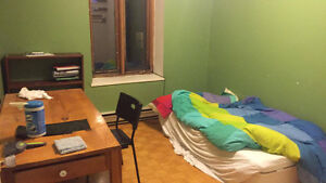 1 furnished room available in the McGillghetto for Winter sublet