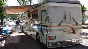 Rent this 41' Featherlite Diesel Pusher from Solomon RV