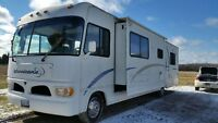2002 Fourwinds Hurricane RV Class A