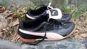Puma youth Indoor soccer shoes (size 4 1/2)